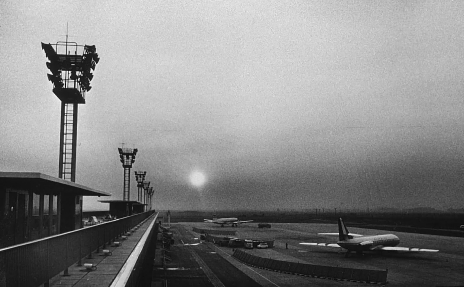 La Jetée photogram - Orley airport